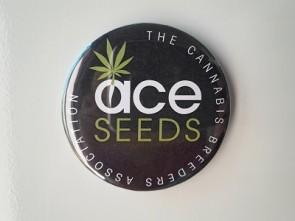 Imán ACE Seeds con abridor de botellas